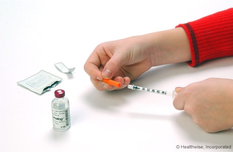 Removing the plastic cap from the needle